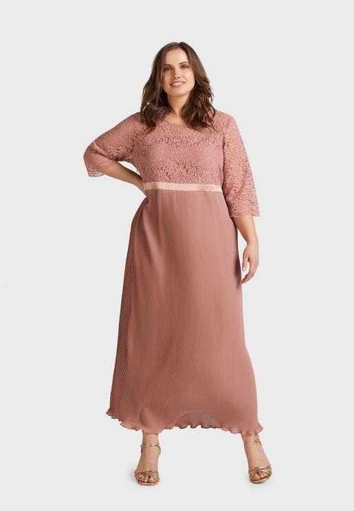 فستان بديكون بتداخل دانتيل