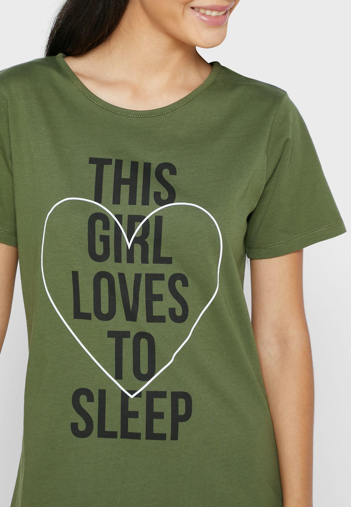 قميص نوم بطبعة كتابة