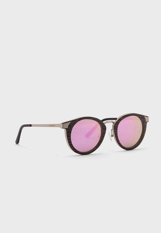 نظارة شمسية دائرية بإطار خشبي