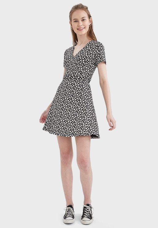 فستان بطبعة نقاط