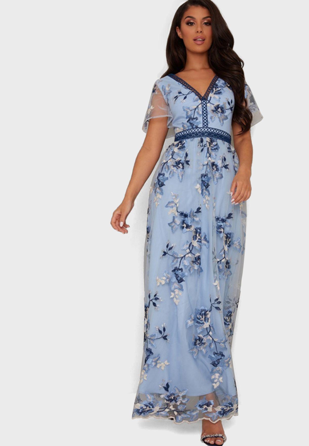 فستان مزين بازهار مطرزة