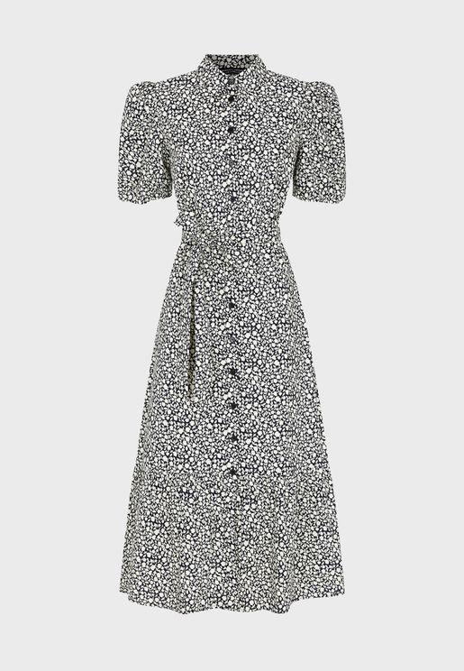 فستان بنمط قميص مع كسرات