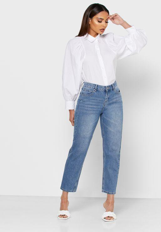 بنطال جينز بأطراف مطوية