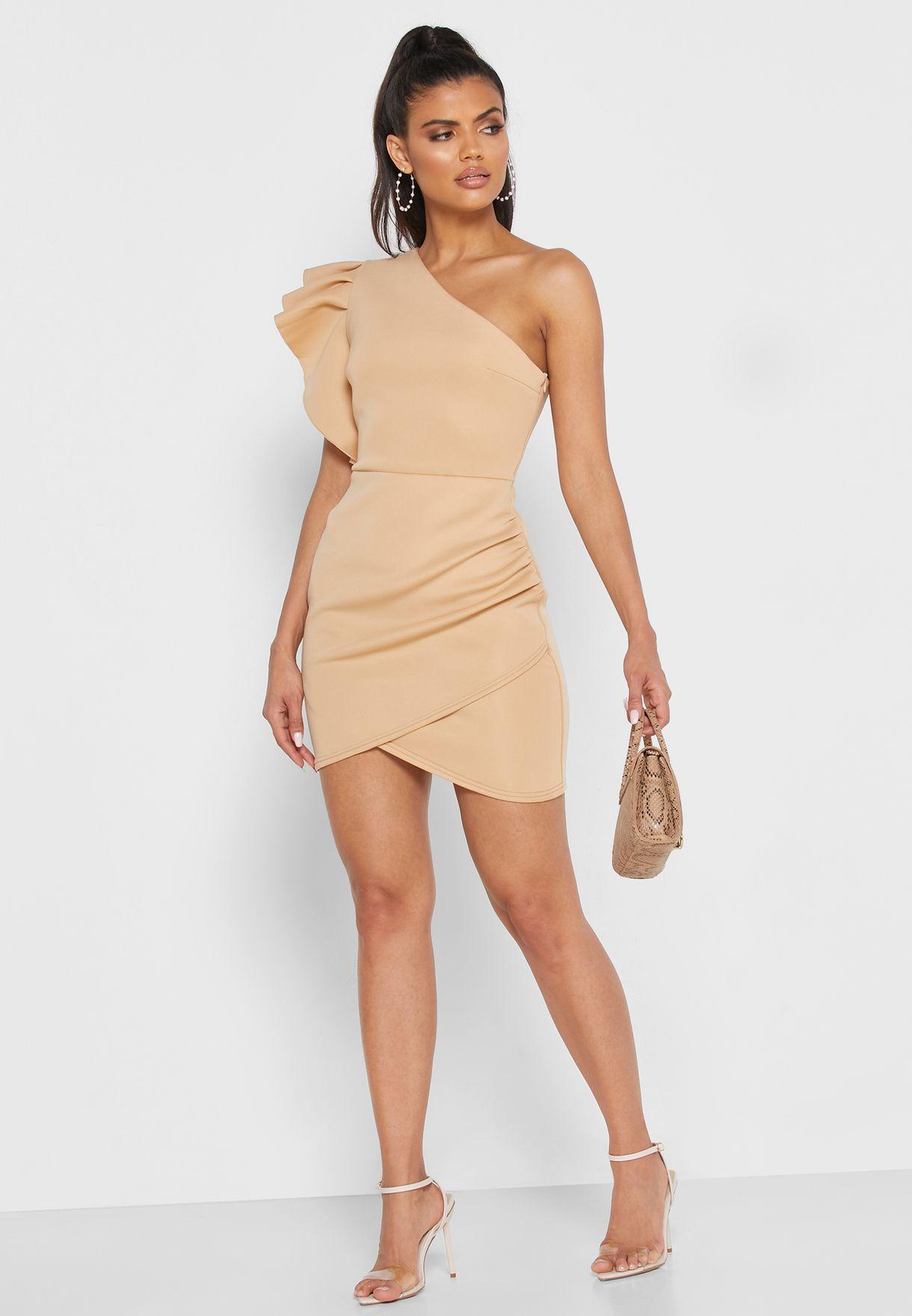 فستان بكتف واحد مزين بالكشكش