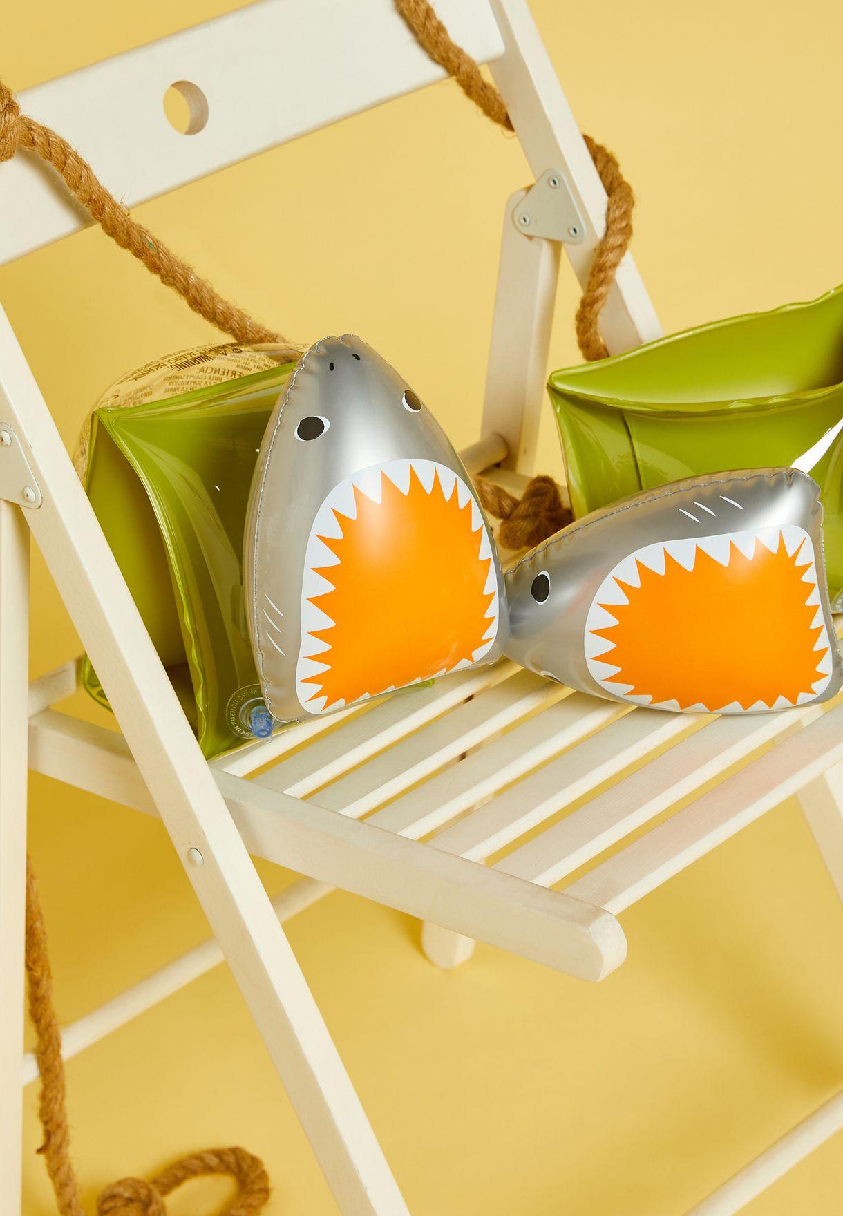 عوامات للاذرع بشكل سمكة القرش