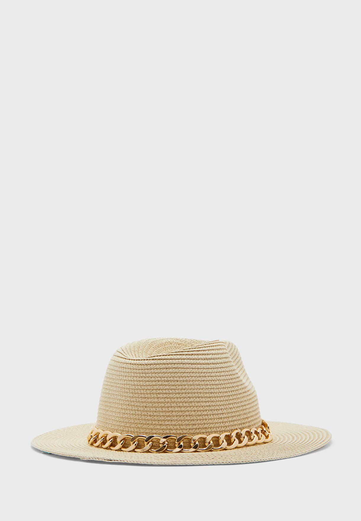 قبعة بسلسلة