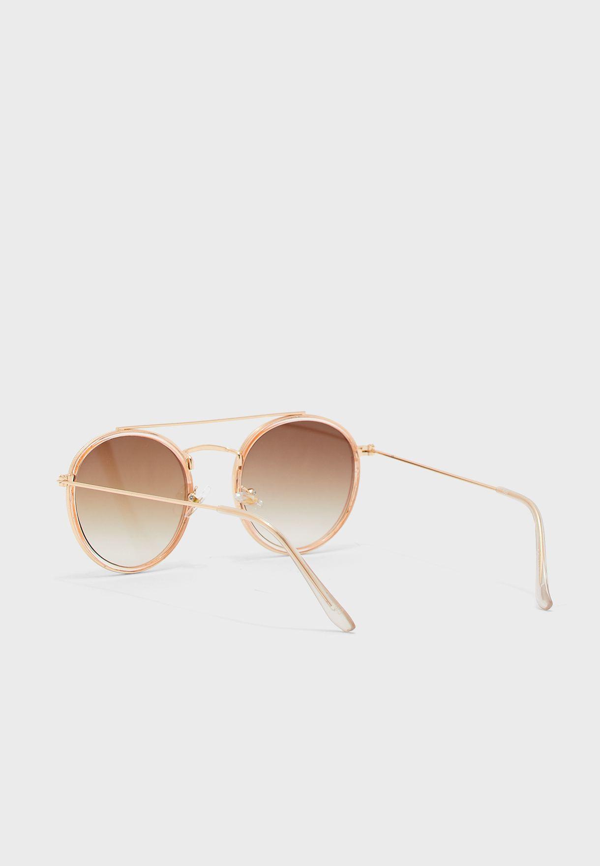 نظارة شمسية بحواف معدنية