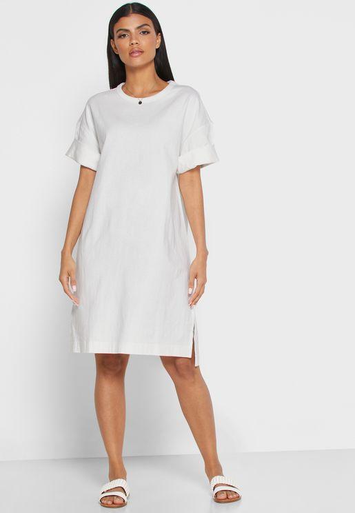 فستان بأكمام مطوية