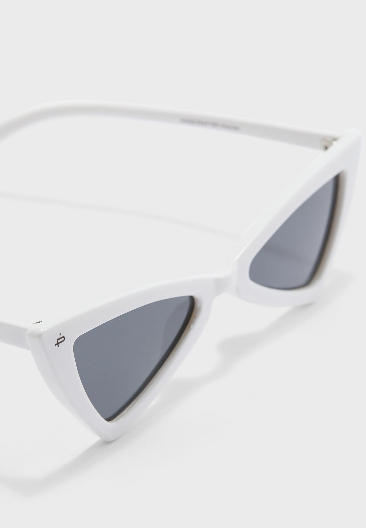 نظارة شمسية بعدسات مثلثة