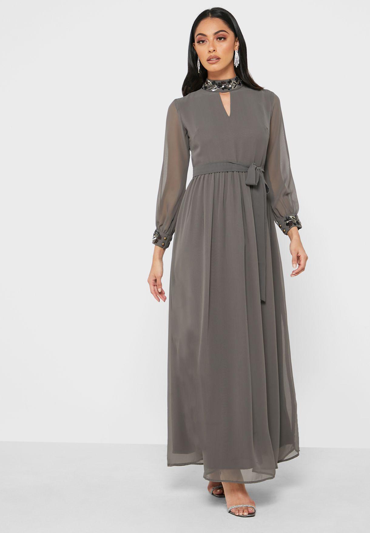 فستان بياقة تشوكر