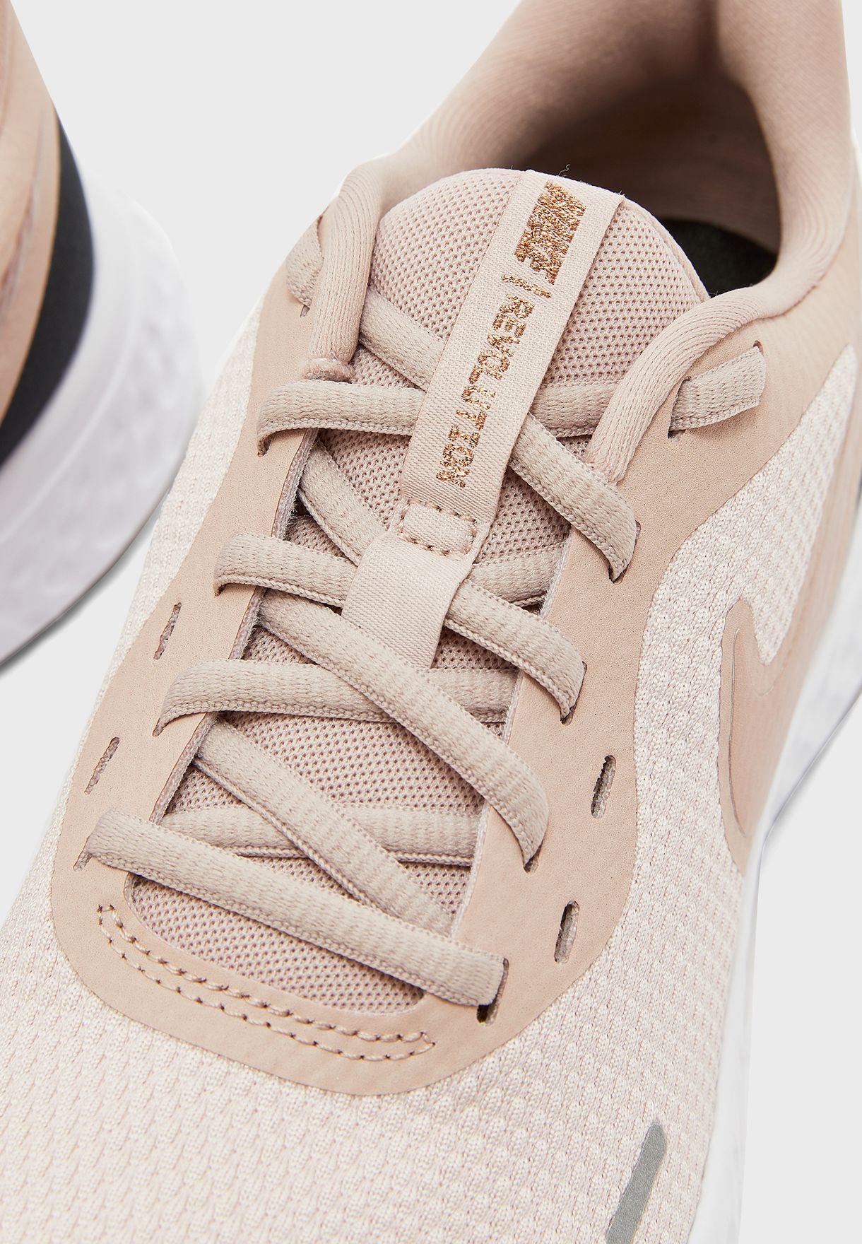 حذاء ريفولوشن 5