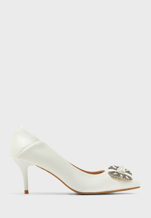 Jewelled Brooch Pointed Pump