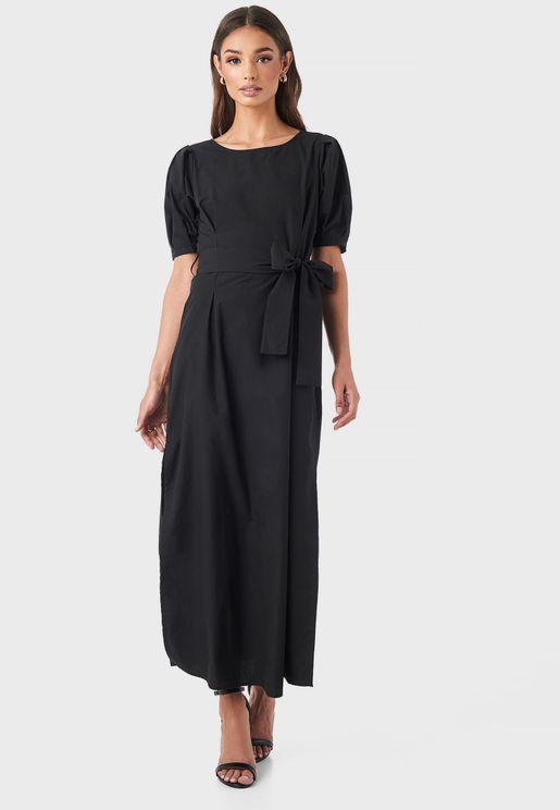 فستان باكمام منفوشة واربطة خصر