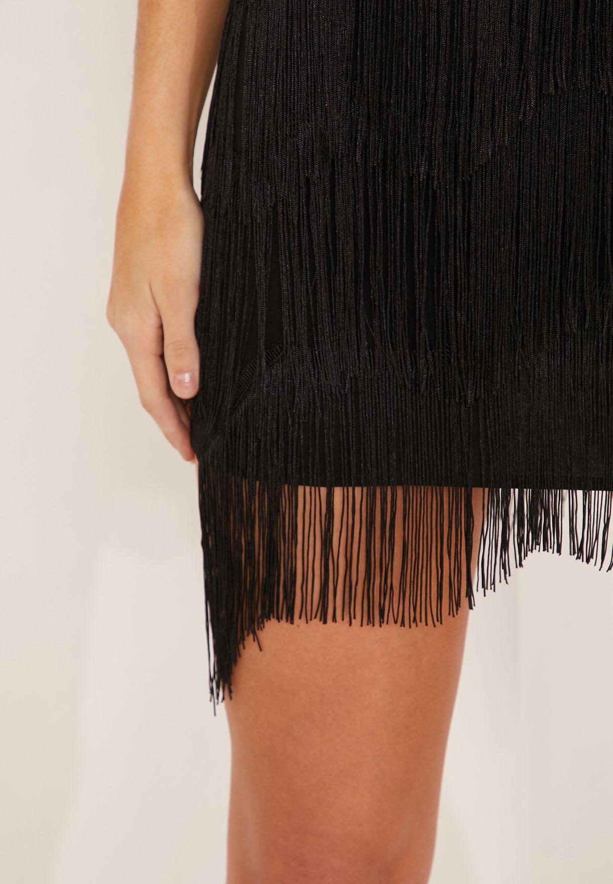 فستان مزين بشراشيب