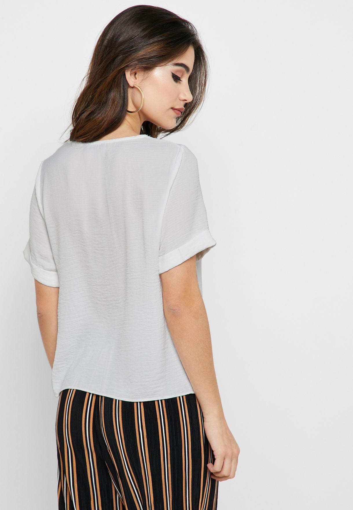قميص بأربطة امامية