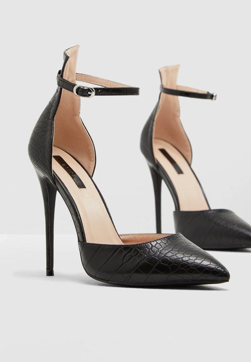 حذاء بمقدمة مدببة وسير كاحل
