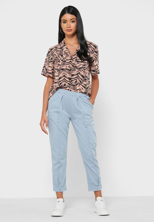 جينز مزين بكسرات