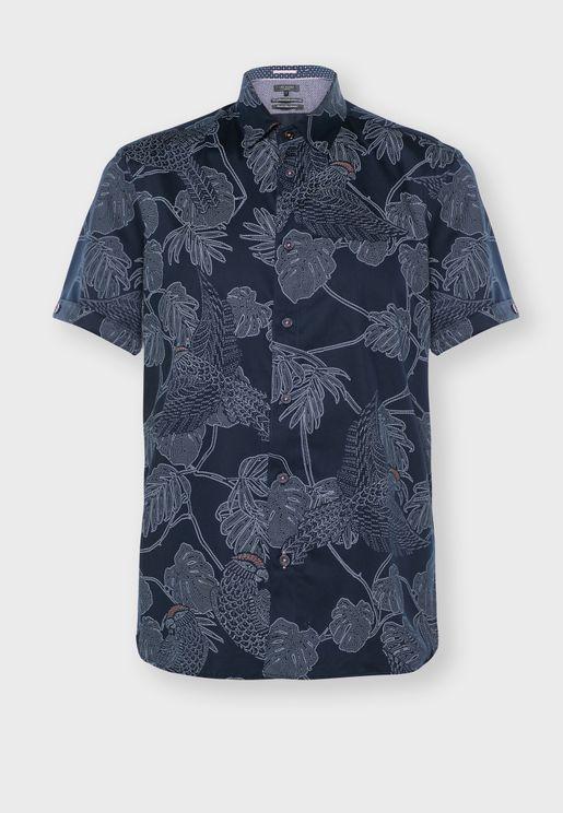 قميص بطبعات جزر واوراق اشجار