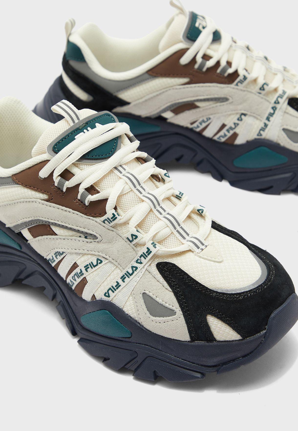 حذاء انتريشين