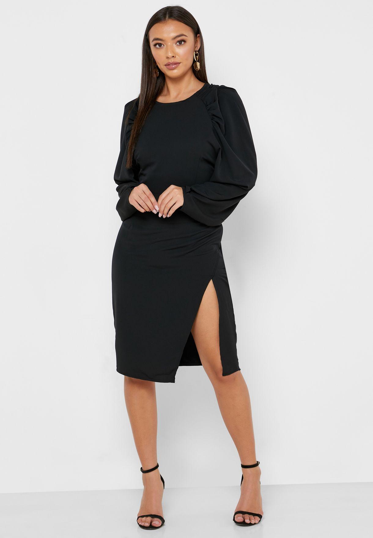 فستان باكمام منفوشة و شق جانبي