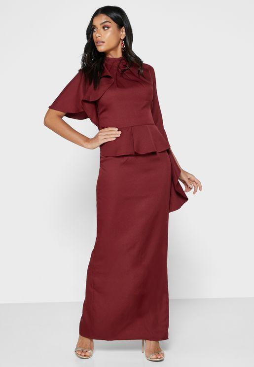 فستان بأربطة عنق
