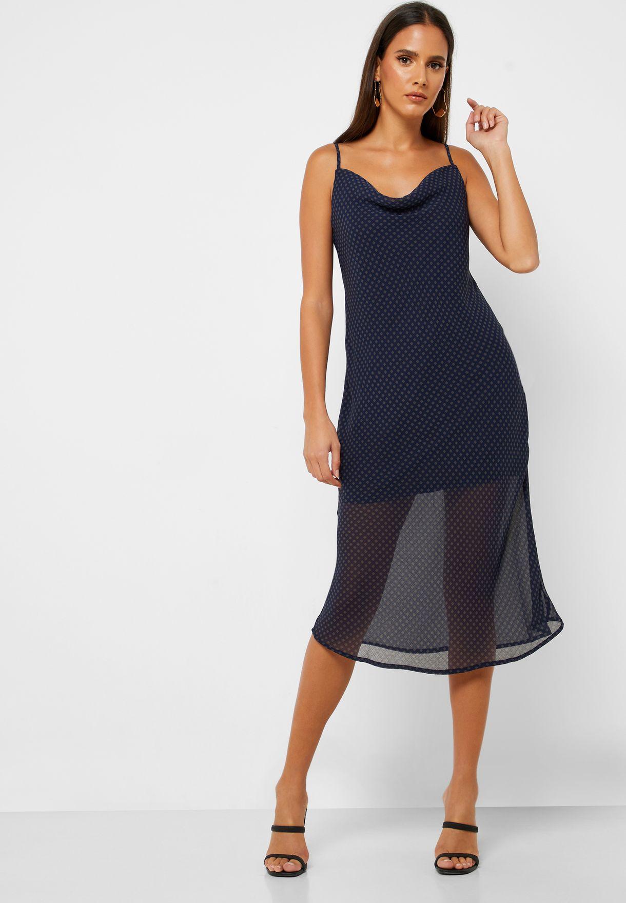 فستان بياقة منسدلة