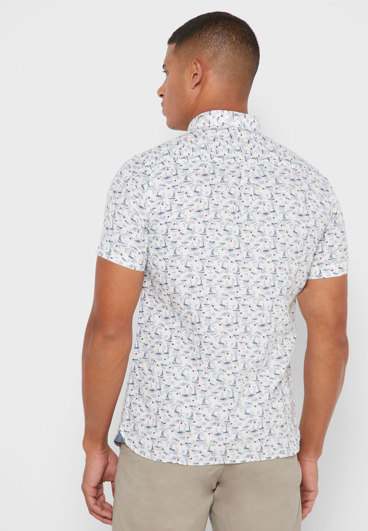 قميص بطبعات واكمام قصيرة