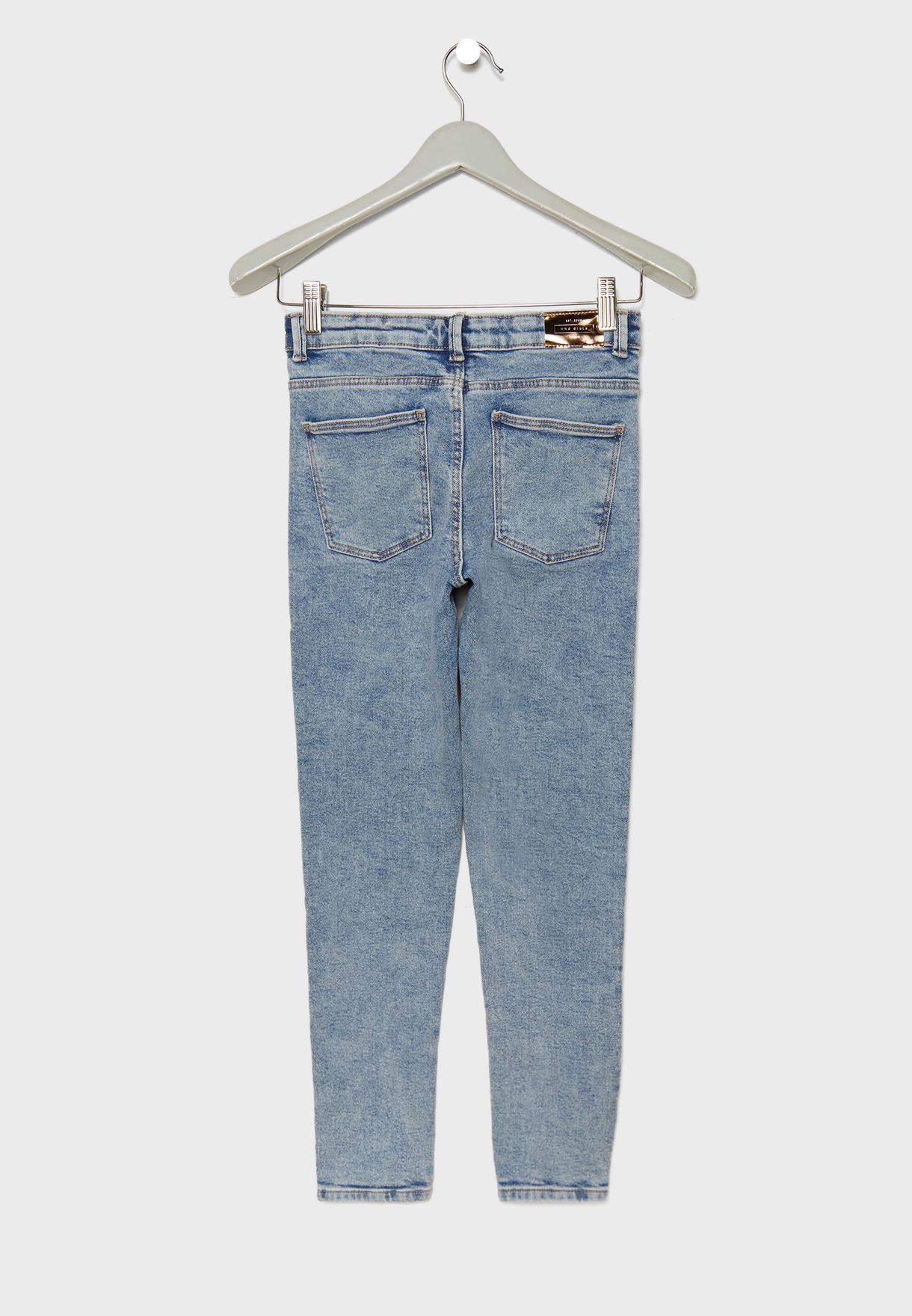 جينز مزين بخطوط جانبية براقة