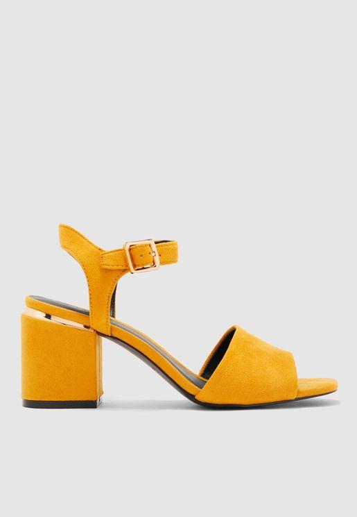 Isse Sandal