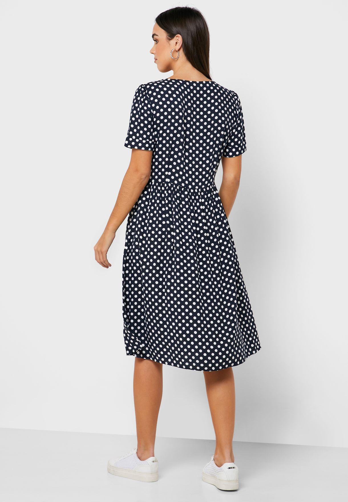 فستان بأزرار امامية وطبعات