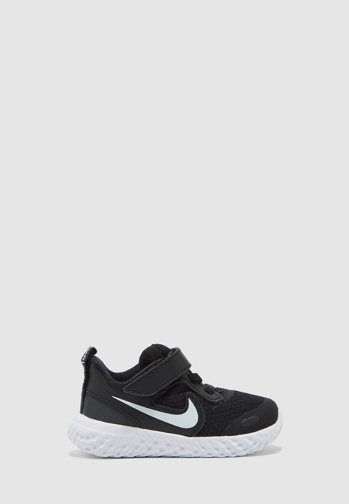 حذاء ريفوليوشن 5 للصغار
