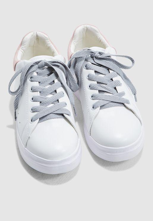 اربطة حذاء مسطحة