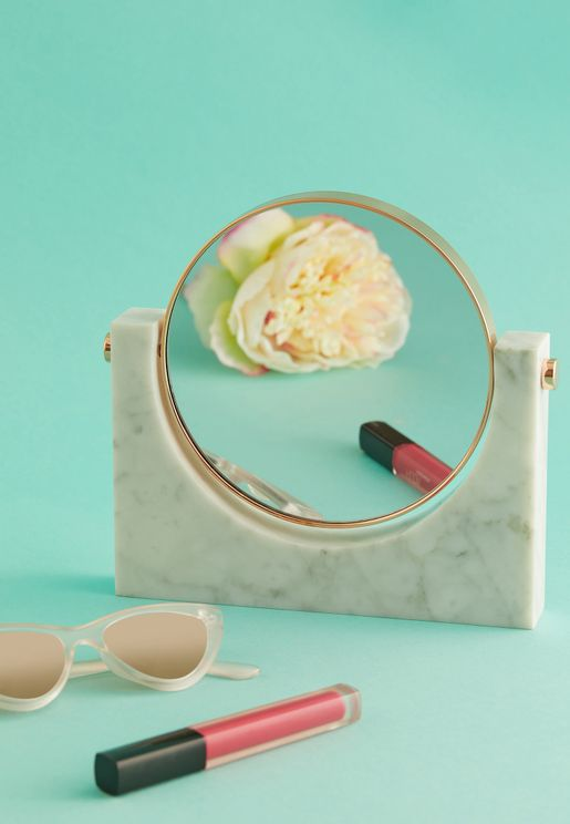 مرآة مزينة بالرخام