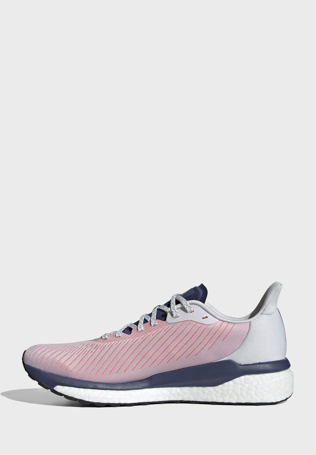 حذاء سولار درايف 19