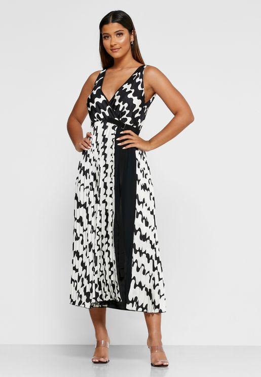 فستان مطبع وبياقة V