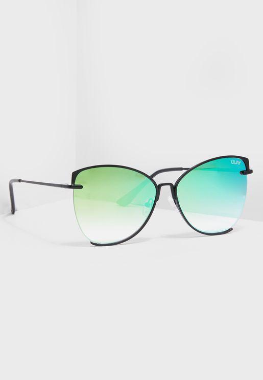 نظارة شمسية بشعار الماركة
