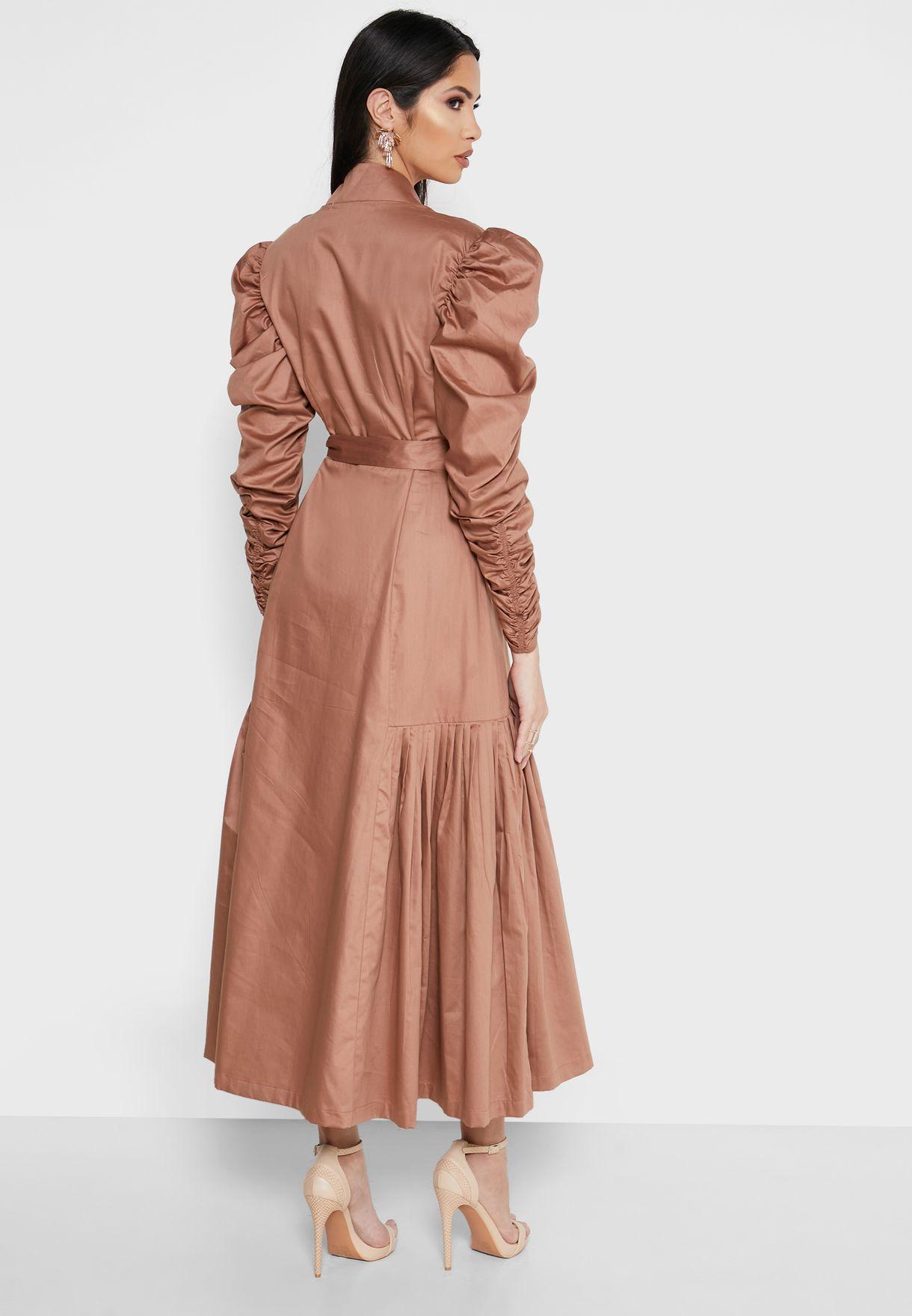 فستان مرصع مع أطراف ذات كسرات