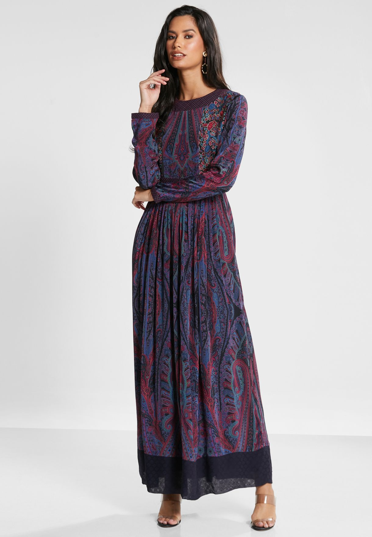 فستان مطبع بفتحة من الخلف