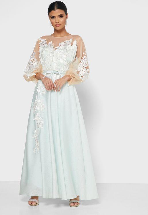 فستان دانتيل لف مزين بأزهار
