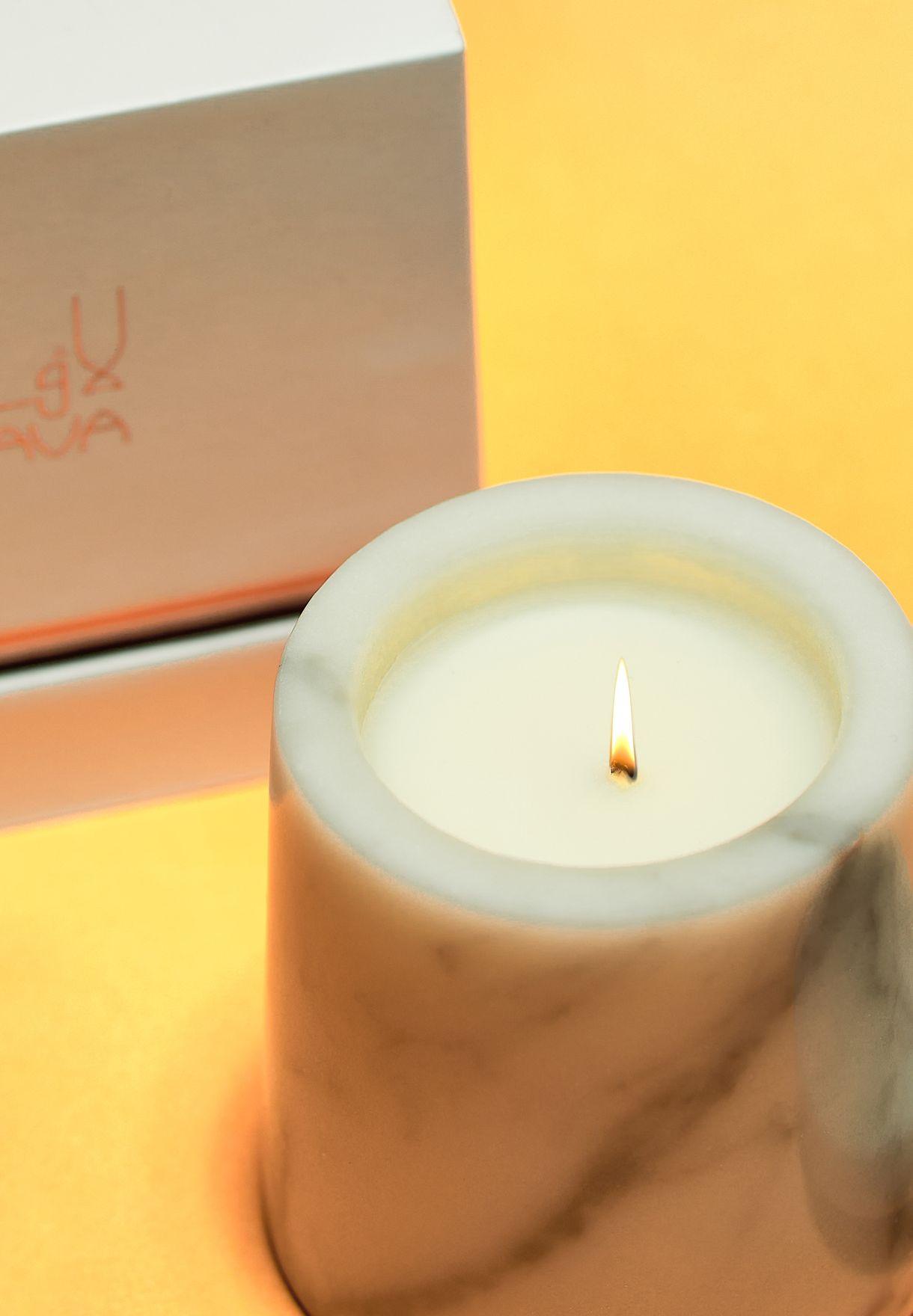 شمعة عطرية بالزهور