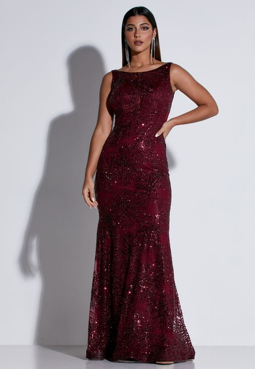 فستان ماكسي بتداخلات جانبية شفافة