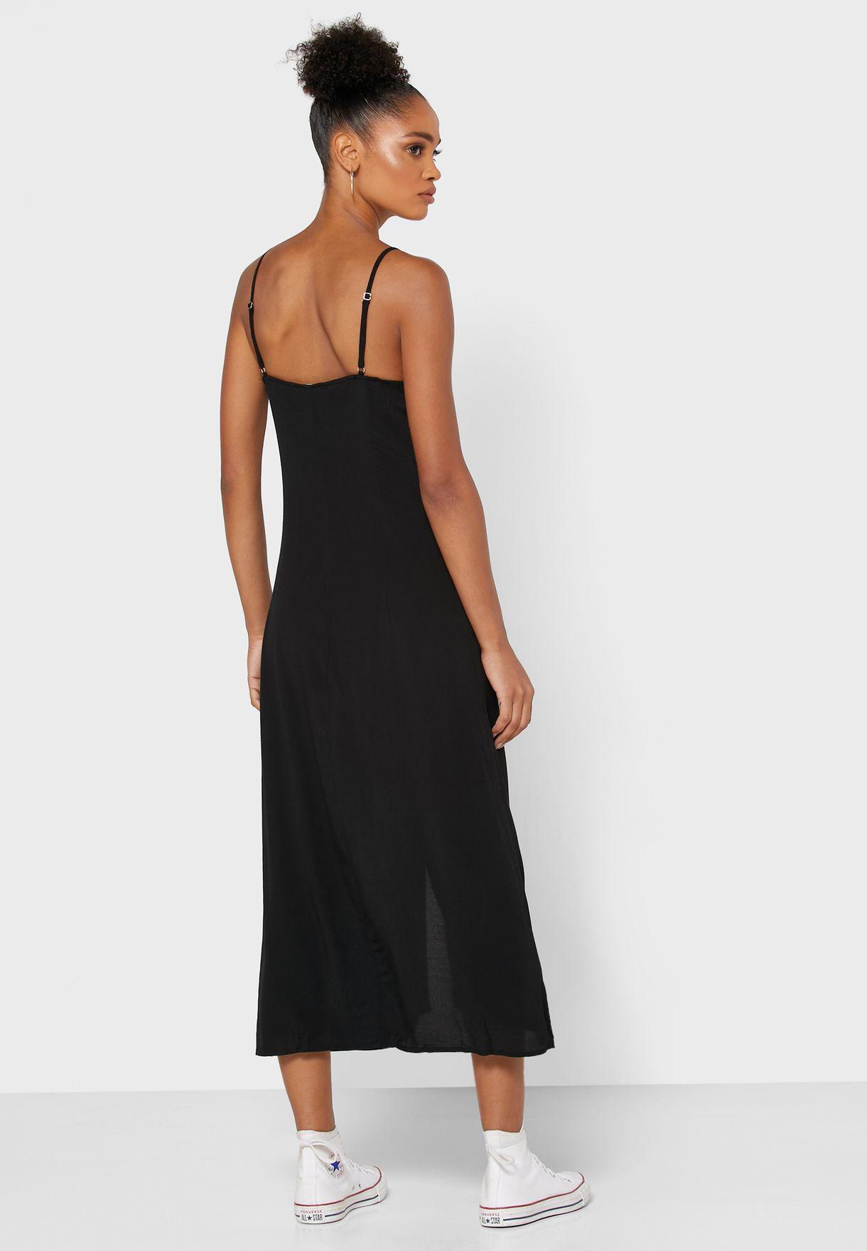 فستان بياقة مضلعة