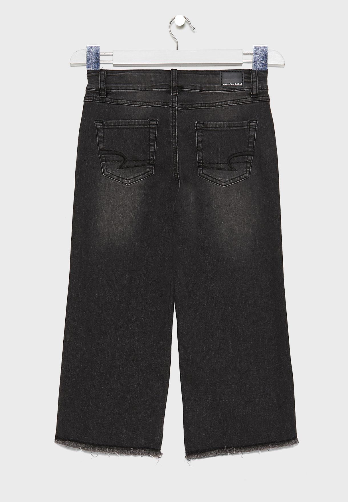 بنطال جينز بقصة ارجل واسعة
