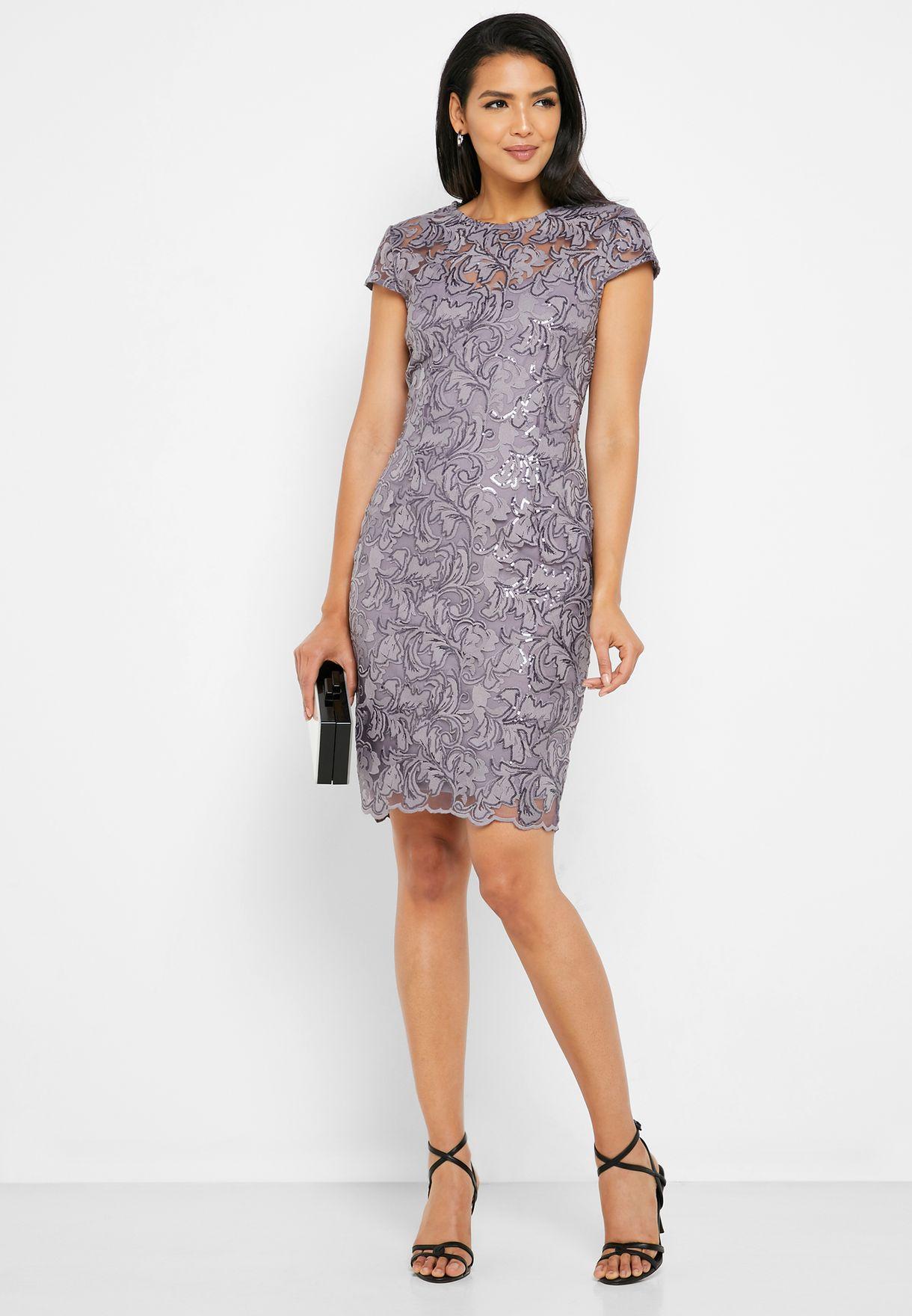 فستان دانتيل مزين بترتر