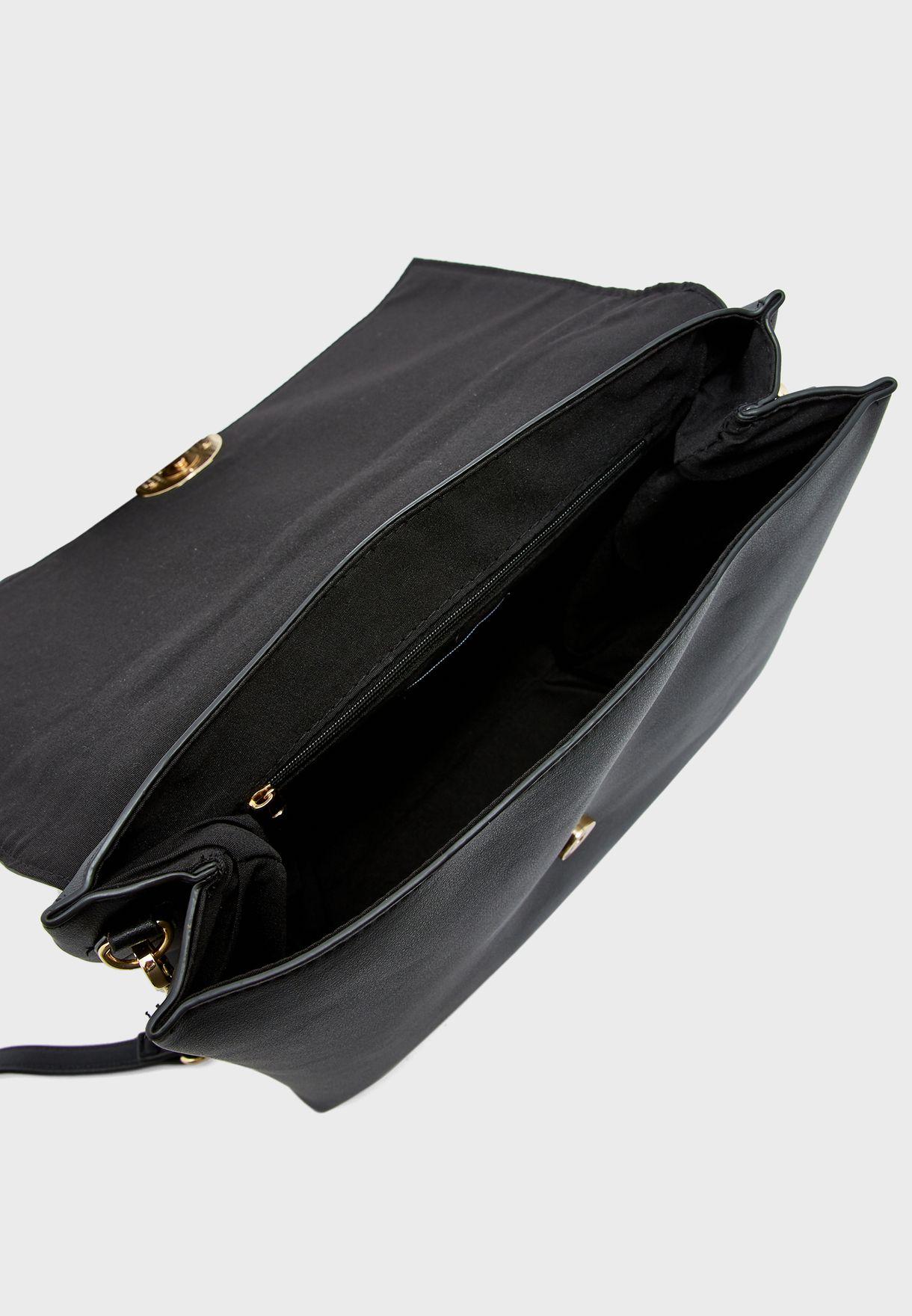 حقيبة مزينة بسلسلة