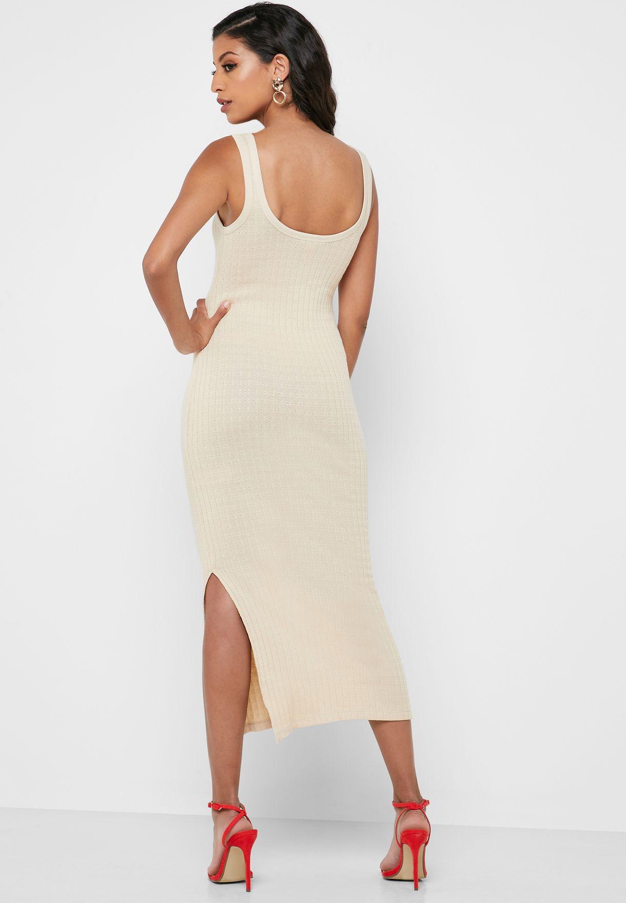 فستان بفتحة جانبية