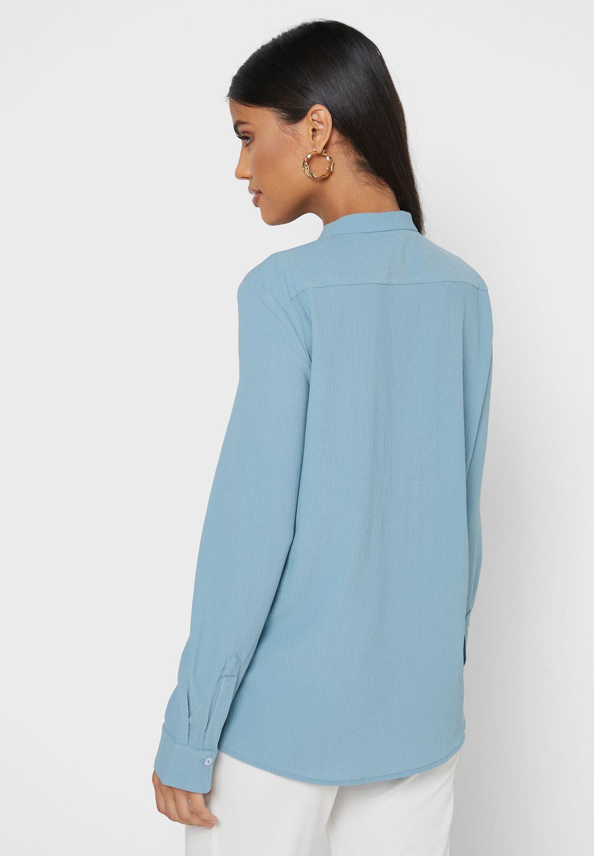 قميص بحواف مغايرة اللون