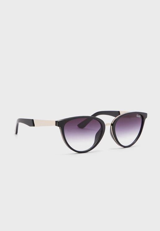 نظارة شمسية بشكل لوزي