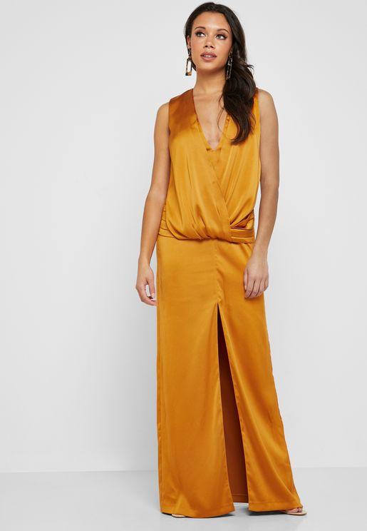 فستان ماكسي بياقة عميقة