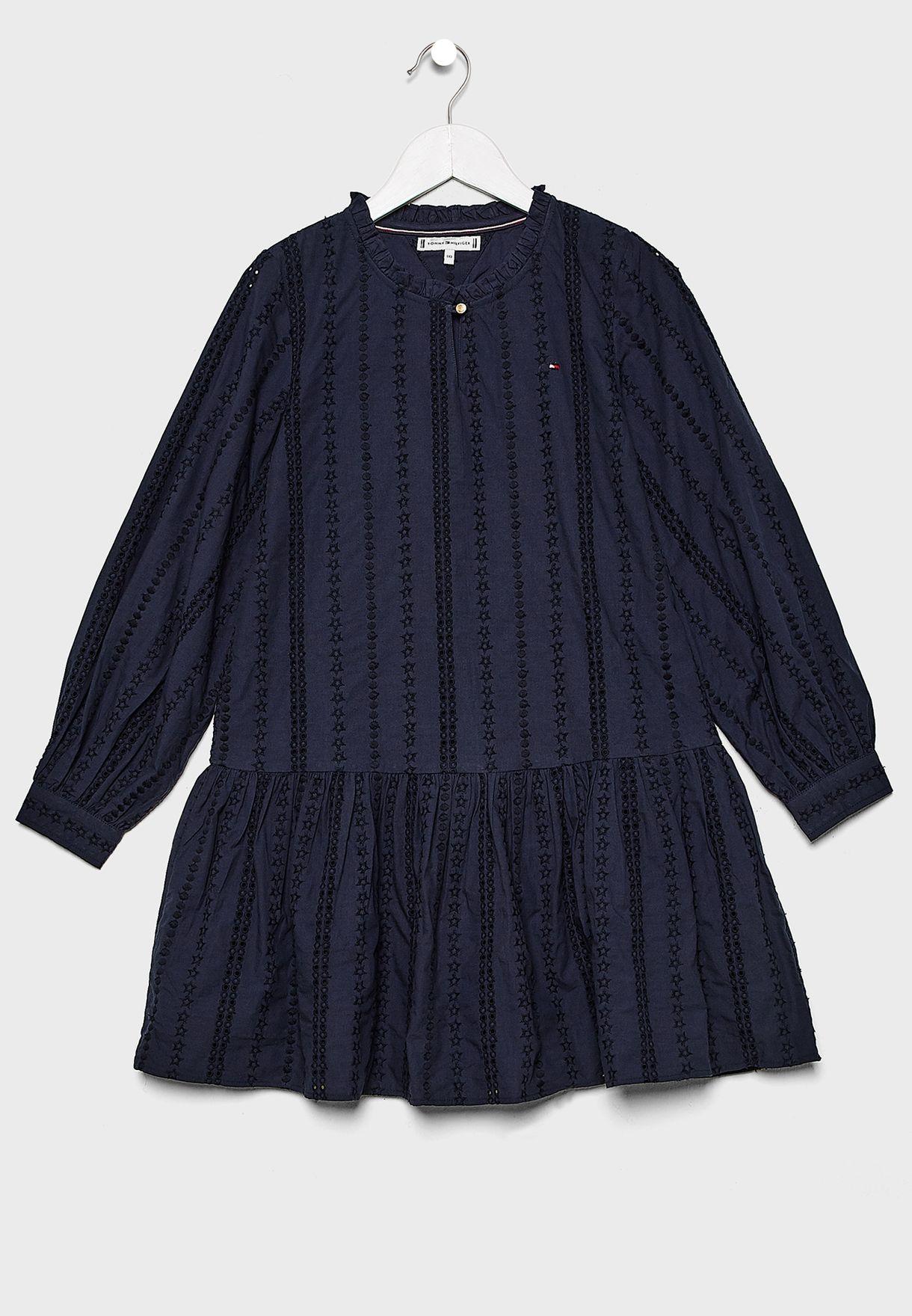 فستان مطرز بدانتيل